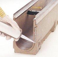 Alle A10 render har et indbygget fugespor for tætning af rendesamlinger